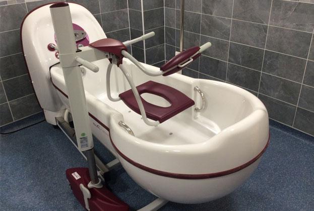cocoon_keyhole_assisted_bath_chair_hoist_topaz